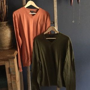 Bundle of 2 Men's Banana Republic Sweaters